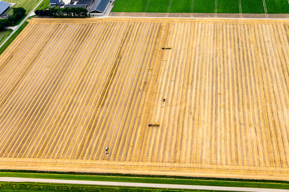 Nederland, Flevoland, Biddinghuizen, 05-08-2014; stoppelveld na de graanoogst. Er worden strobalen geperst en verzameld.<br /> Stubble field after harvest. Straw bales arw being pressed and collected.<br /> luchtfoto (toeslag op standard tarieven); aerial photo (additional fee required); copyright foto/photo Siebe Swart