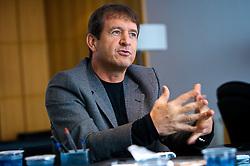 O empresário Dodi Sirena concede entrevista em sua residência. FOTO: Itamar Aguiar/Preview.com