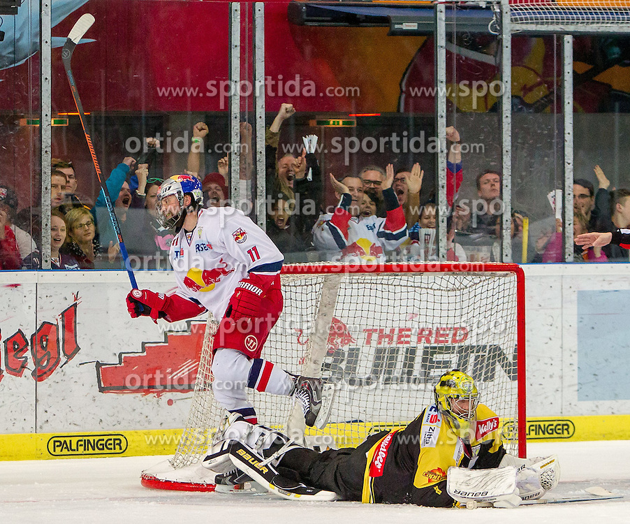 12.04.2015, Eisarena, Salzburg, AUT, EBEL, EC Red Bull Salzburg vs UPC Vienna Capitals, Finale, 3. Spiel, im Bild Torjubel Red Bulls nach dem 5:1 durch Ben Walter (EC Red Bull Salzburg) // during the Erste Bank Icehockey League 3rd final match between EC Red Bull Salzburg and UPC Vienna Capitals at the Eisarena in Salzburg, Austria on 2015/04/12. EXPA Pictures © 2015, PhotoCredit: EXPA/ JFK
