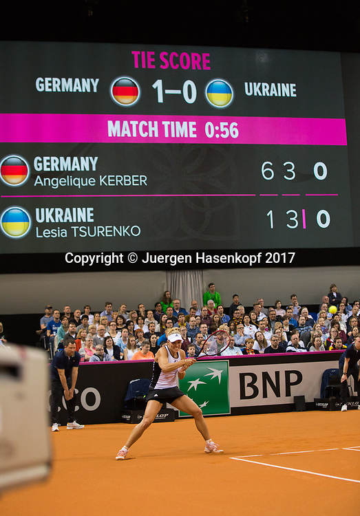 Fed Cup GER-UKR, Deutschland - Ukraine, <br /> Porsche Arena, Stuttgart, <br /> ANGELIQUE KERBER (GER) und Anzeigetafel,