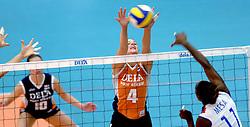 14-10-2006 VOLLEYBAL: DELA TROPHY: NEDERLAND - CUBA: DEN BOSCH<br /> De Nederlandse volleybalsters hebben ook de tweede wedstrijd in de testserie tegen Cuba, met als inzet de Dela Cup, gewonnen. In Den Bosch zegevierde Oranje zaterdagavond opnieuw met 3-2 / Chaine Staelens<br /> ©2006-WWW.FOTOHOOGENDOORN.NL