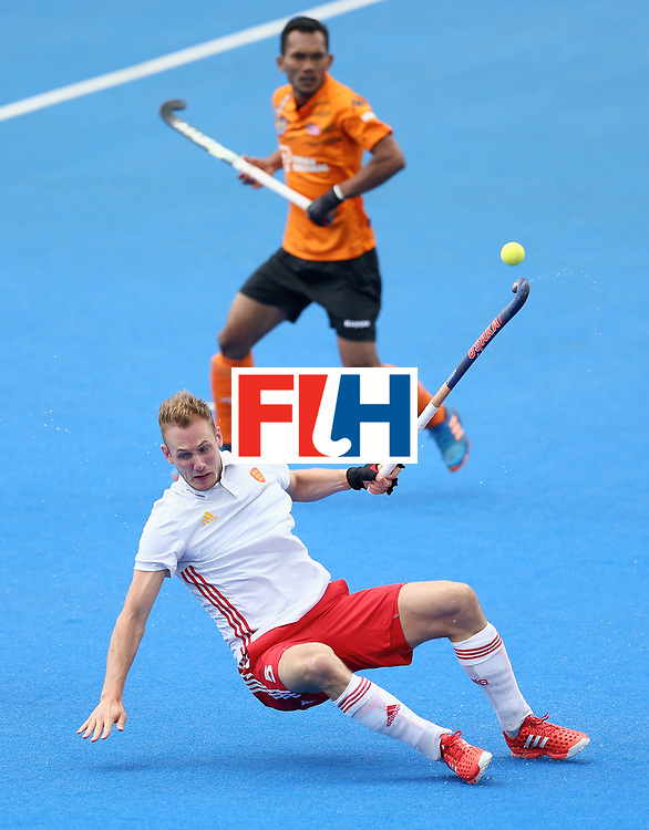 LONDON, ENGLAND - JUNE 25: David Ames of England in action during the 3rd/4th place match between Malaysia and England on day nine of the Hero Hockey World League Semi-Final at Lee Valley Hockey and Tennis Centre on June 25, 2017 in London, England. (Photo by Steve Bardens/Getty Images)