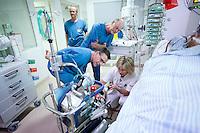 Behandling med det såkaldte ECMO-udstyr har de senere givet et løft til behandlingen af patienter med lungesvigt. ECMO er et mere skånsomt alternativ til respiratorbehandling, og Aarhus Universitetshospital (Skejby) har landsfunktion på ECMO-behandling af alle andre end nyfødte.