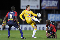 FOOTBALL - FRENCH CHAMPIONSHIP 2010/2011 - L2 - CLERMONT FOOT v LE MANS - 18/03/2011 - PHOTO JEAN MARIE HERVIO / DPPI - THORSTEIN HELSTAD (LM) / EUGENE EKOBO (CF)
