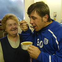 St Johnstone's new signing ex-celt Rudi Vata. He is pictured with Aggie Moffat and her soup which he says is much better than eating 'sushi' which he had to eat whilst playing in Japan.<br />see story by Gordon Bannerman Tel: 01738 553978<br />Picture by Graeme Hart.<br />Copyright Perthshire Picture Agency<br />Tel: 01738 623350  Mobile: 07990 594431