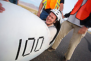 In Battle Mountain (Nevada) wordt ieder jaar de World Human Powered Speed Challenge gehouden. Tijdens deze wedstrijd wordt geprobeerd zo hard mogelijk te fietsen op pure menskracht. Het huidige record staat sinds 2015 op naam van de Canadees Todd Reichert die 139,45 km/h reed. De deelnemers bestaan zowel uit teams van universiteiten als uit hobbyisten. Met de gestroomlijnde fietsen willen ze laten zien wat mogelijk is met menskracht. De speciale ligfietsen kunnen gezien worden als de Formule 1 van het fietsen. De kennis die wordt opgedaan wordt ook gebruikt om duurzaam vervoer verder te ontwikkelen.<br /> <br /> In Battle Mountain (Nevada) each year the World Human Powered Speed ​​Challenge is held. During this race they try to ride on pure manpower as hard as possible. Since 2015 the Canadian Todd Reichert is record holder with a speed of 136,45 km/h. The participants consist of both teams from universities and from hobbyists. With the sleek bikes they want to show what is possible with human power. The special recumbent bicycles can be seen as the Formula 1 of the bicycle. The knowledge gained is also used to develop sustainable transport.