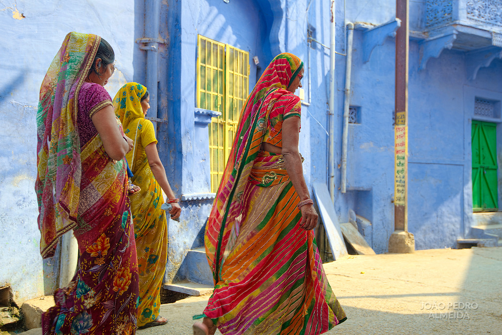 Women on colorful saris at the backstreets of Bundi