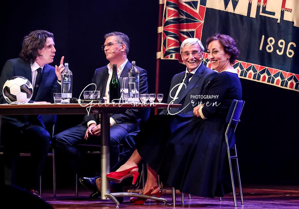21-03-2017 VOETBAL:120 JAAR WILLEM II:TILBURG<br /> Willem II bestaat 120 jaar en vierde dit vanavond in het Tilburgse concertzaal met een zeer groot showprogramma waar oud Willem II-ers en coryfee&euml;n hun opwachting maakten<br /> <br /> Martin van Geel en Piet de Visser in een tafelgesprek met de presentatoren Walter Vermeer en Karin Bruers<br /> <br /> Foto: Geert van Erven