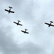 Dodenherdenking 2002 Huizen, 4 vliegtuigen