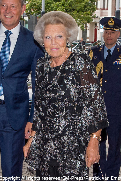 Prinses Beatrix  is aanwezig bij een concert van het European Union Youth Orchestra in Het Koninklijk Concertgebouw in Amsterdam.<br /> <br /> Princess Beatrix of the Netherlands is present at a concert of the European Union Youth Orchestra in the Royal Concertgebouw in Amsterdam.