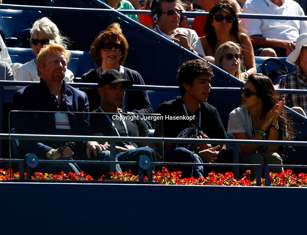 US Open 2010, USTA Billie Jean National Tennis.Center, New Flushing Meadows York,ITF Grand Slam Tennis Tournament .Boris Becker, Sohn Noah und dessen Freundin als Zuschauer auf der Tribuene,privat