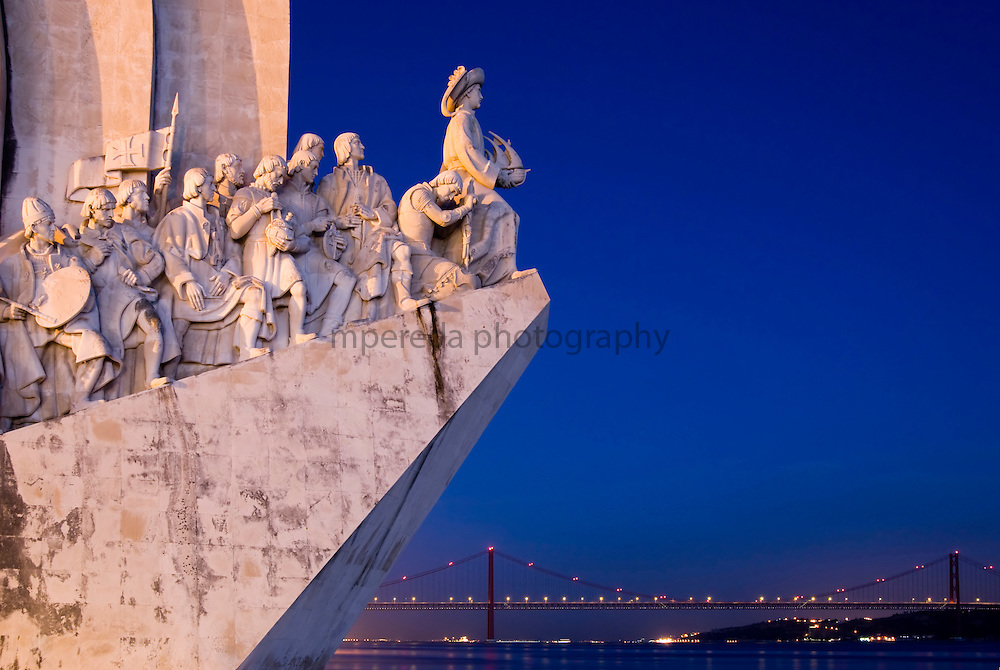 Pradao dos Descobrimentos. Monument of the Discoveries dedicated to Portuguese sea explorers and the 25 of April bridge at dusk