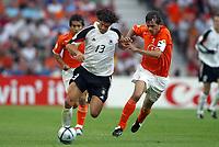 Fotball<br /> Euro 2004<br /> Portugal<br /> 15. juni 2004<br /> Foto: Dppi/Digitalsport<br /> NORWAY ONLY<br /> Gruppe D<br /> Tyskland v Nederland<br /> MICKAEL BALLACK (GER) / PHILLIP COCU (NET)