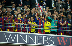 28-05-2011 VOETBAL: CHAMPIONS LEAGUE FINAL FC BARCELONA - MANCHESTER UNITED: LONDON<br /> Daniel Alves lifts the European Cup trophy<br /> ***NETHERLANDS ONLY***<br /> ©2011- FotoHoogendoorn.nl/EXPA/ Propaganda/Chris Brunskill