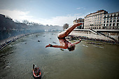 New Year's diving in Rome