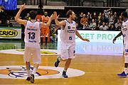DESCRIZIONE : Treviso Lega due 2015-16  Universo Treviso De Longhi - Aurora Basket Jesi<br /> GIOCATORE : tommaso rinaldi<br /> CATEGORIA : Esultanza Fair Play<br /> SQUADRA : Universo Treviso De Longhi - Aurora Basket Jesi<br /> EVENTO : Campionato Lega A 2015-2016 <br /> GARA : Universo Treviso De Longhi - Aurora Basket Jesi<br /> DATA : 31/10/2015<br /> SPORT : Pallacanestro <br /> AUTORE : Agenzia Ciamillo-Castoria/M.Gregolin<br /> Galleria : Lega Basket A 2015-2016  <br /> Fotonotizia :  Treviso Lega due 2015-16  Universo Treviso De Longhi - Aurora Basket Jesi