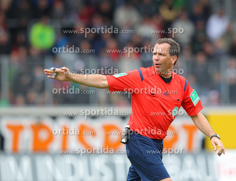 27.09.2015, Voith Arena, Heidenheim, GER, 2. FBL, 1. FC Heidenheim vs Karlsruher SC, 9. Runde, im Bild Schiedsrichter Peter Sippel // during the 2nd German Bundesliga 9th round match between 1. FC Heidenheim and Karlsruher SC at the Voith Arena in Heidenheim, Germany on 2015/09/27. EXPA Pictures &copy; 2015, PhotoCredit: EXPA/ Eibner-Pressefoto/ Langer<br /> <br /> *****ATTENTION - OUT of GER*****