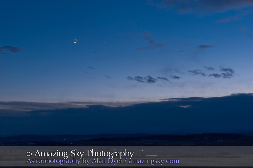 Conjunction of Moon, Venus and Jupiter, Dec 1, 2008. Taken from Rothney Astrophysical Observatory, with Canon 20Da camera and 35mm lens at f/3.2, for 1/13 sec at ISO 100.