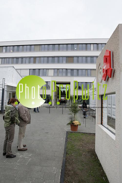 Ludwigshafen. BG Unfallklinik. Er&circ;ffnung Neubau des &fnof;rztezentrums<br /> <br /> <br /> Bild: Markus Proflwitz / masterpress /  <br /> <br />  *** Local Caption *** masterpress Mannheim - Pressefotoagentur<br /> Markus Proflwitz<br /> C8, 12-13<br /> 68159 MANNHEIM<br /> +49 621 33 93 93 60<br /> info@masterpress.org<br /> Dresdner Bank<br /> BLZ 67080050 / KTO 0650687000<br /> DE221362249
