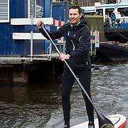 Zondag 03-03-2013 houdt de HISWA Amsterdam Boat Show in samenwerking met de organisatie van Friday Night SUP de HISWA SUP Tocht vanuit de RAI Haven. Een grote groep 'Suppers' peddelt door de Amsterdamse grachten naar de Jordaan en weer terug naar Amsterdam RAI. Ook surflegende Stephan van den Berg, die tegenwoordig regelmatig op een supboard over het water gaat, is aanwezig. Niet eerder waren zoveel Suppers tegelijkertijd te vinden op de Amsterdamse grachten, zeker niet in de winter.