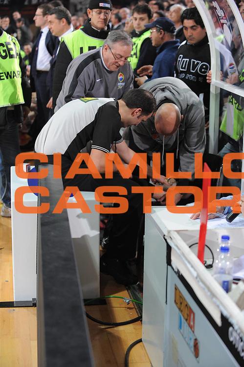 DESCRIZIONE : Caserta Lega A1 2008-09 Eldo Caserta Bancatercas Teramo<br /> GIOCATORE : Arbitro infortunio<br /> SQUADRA : <br /> EVENTO : Campionato Lega A1 2008-2009 <br /> GARA : Eldo Caserta Bancatercas Teramo<br /> DATA : 08/03/2009<br /> CATEGORIA : arbitro<br /> SPORT : Pallacanestro <br /> AUTORE : Agenzia Ciamillo-Castoria/G.Ciamillo