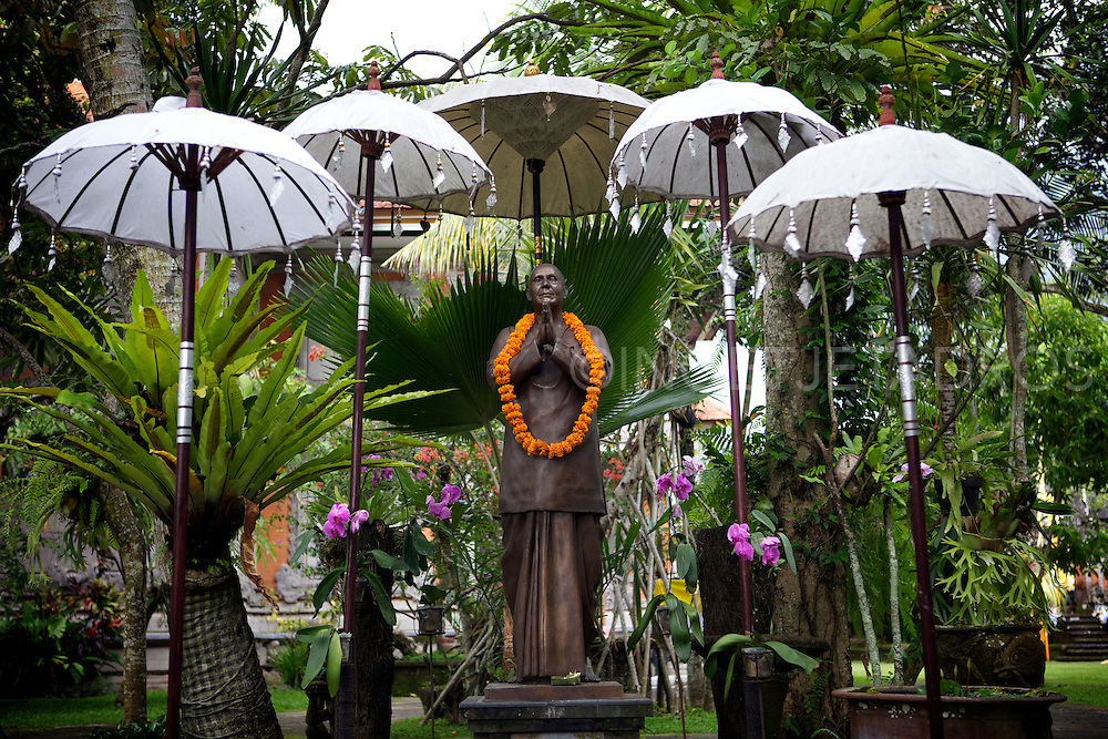 A statue of Sri Chinmoy, World Peace Dreamer in the gardens of the Arma resort in Ubud.<br />