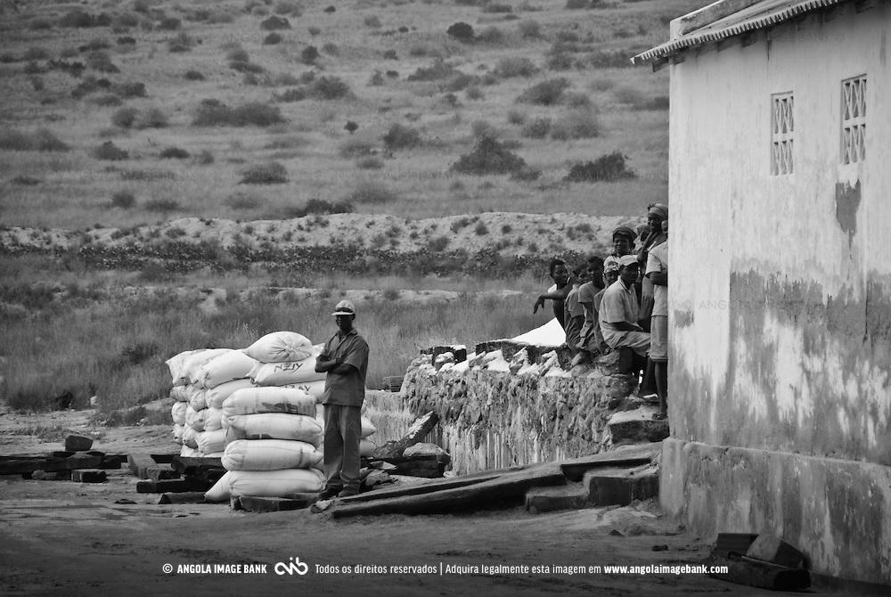 Trabalhadores nas Salinas da Macaca na província de Benguela. Angola. 2007