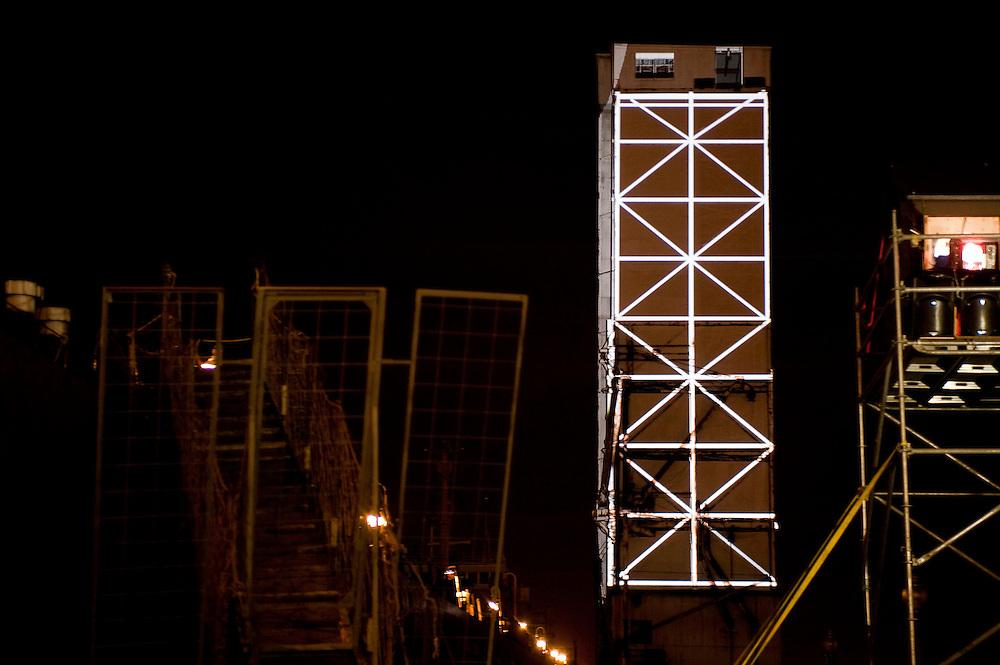 MUTEK 2009, projet EXTRA_MUROS, ANTIVJ Tour des convoyeurs, Quais du vieux-port de Montréal