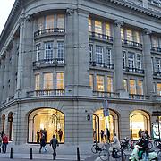 NLD/Amsterdam/20120313 - Exterieur van de winkel Apple Store op het Leidseplein in Amsterdam