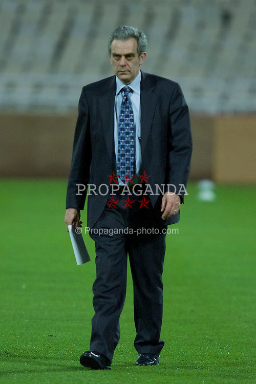 ATHENS, GREECE - Wednesday, November 22, 2000: Liverpool's secretary Bryce Morrison at a training session at the Olympic Stadium in Athens, ahead of their UEFA Cup 3rd round, 1st leg clash with Olympiakos. (Pic by David Rawcliffe/Propaganda)