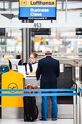 THEMENBILD, Airport Muenchen, Franz Josef Strauß (IATA: MUC, ICAO: EDDM), Der Flughafen Muenchen zählt zu den groessten Drehkreuzen Europas, rund 100 Fluggesellschaften verbinden ihn mit 230 Zielen in 70 Laendern, im Bild ein Passagier an einem Lufthansa Business Schalter wird bedient // THEME IMAGE, FEATURE - Airport Munich, Franz Josef Strauss (IATA: MUC, ICAO: EDDM), The airport Munich is one of the largest hubs in Europe, approximately 100 airlines connect it to 230 destinations in 70 countries. picture shows: a passenger on a Lufthansa Business counter, Munich, Germany on 2012/05/06. EXPA Pictures © 2012, PhotoCredit: EXPA/ Juergen Feichter