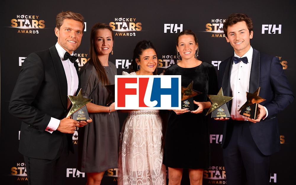BERLIN, GERMANY - FEBRUARY 05:  (left to right) Vincent Vanasch  of Belgium , Maddie Hinch  of England, Maria Granatto  of Argentina, Delfina Merino  of Argentina and Arthur van Doren of Belgium pose with their awards during the Hockey Star Awards night at Stilwerk on February 5, 2018 in Berlin, Germany.  (Photo by Stuart Franklin/Getty Images For FIH)