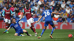 Jamie Vardy of Leicester City (L) tackles Cheikhou Kouyate of West Ham United (C) - Mandatory by-line: Jack Phillips/JMP - 17/04/2016 - FOOTBALL - King Power Stadium - Leicester, England - Leicester City v West Ham United - Barclays Premier League