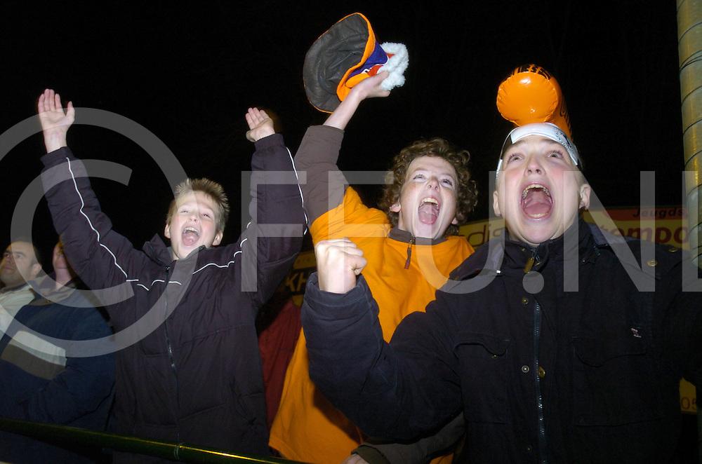 061124 hardenberg ned<br /> Voetbalwedstrijd HHC tegen Hardenberg '85 een streekderby in een bekerwedstrijd 10-0. HHC was een maatje te groot voor Hardenberg '85. HHC supporters vieren hun feestje, door naar de volgende ronde.<br /> fotografie frank uijlenbroek&copy;2006 michiel van de velde
