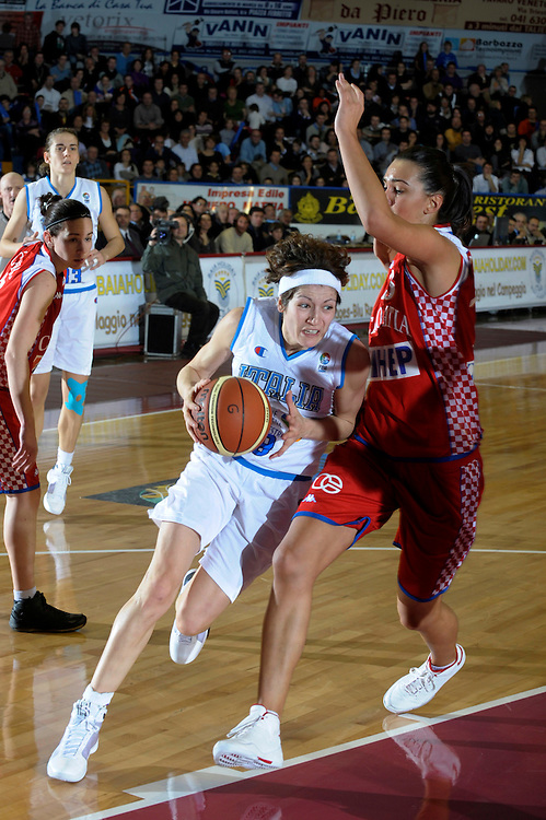 DESCRIZIONE : Venezia Additional Qualification Round Eurobasket Women 2009 Italia Croazia<br /> GIOCATORE : Simona Ballardini<br /> SQUADRA : Nazionale Italia Donne<br /> EVENTO : Italia Croazia<br /> GARA :<br /> DATA : 10/01/2009<br /> CATEGORIA : Penetrazione<br /> SPORT : Pallacanestro<br /> AUTORE : Agenzia Ciamillo-Castoria/M.Gregolin<br /> Galleria : Fip Nazionali 2009<br /> Fotonotizia : Venezia Additional Qualification Round Eurobasket Women 2009 Italia Croazia<br /> Predefinita :