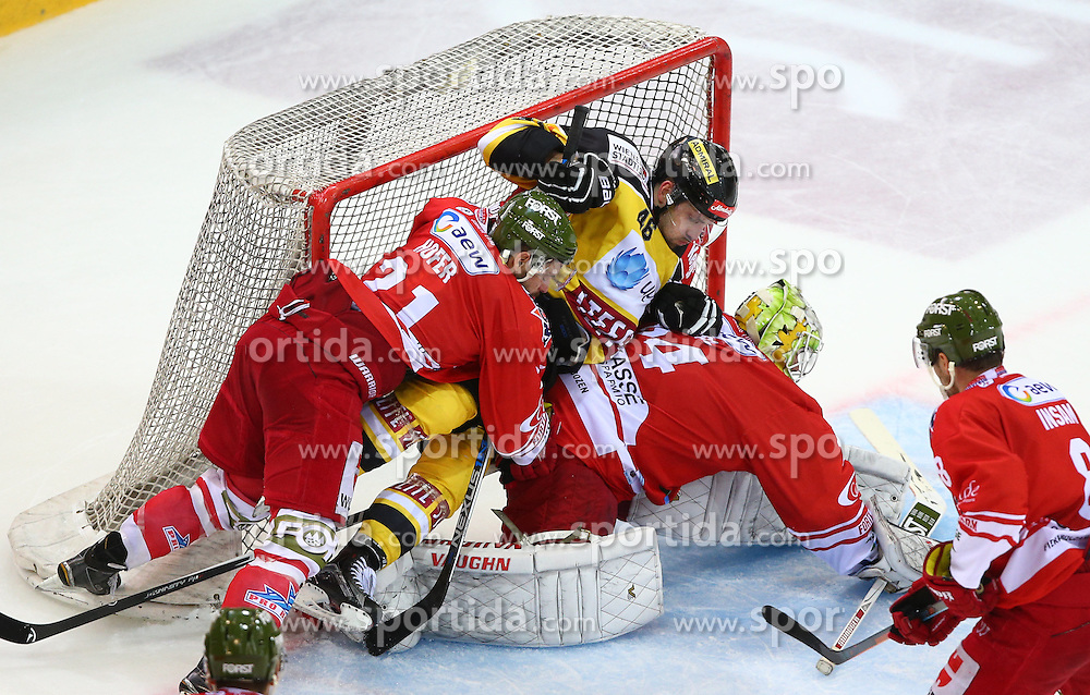 09.10.2015, Albert Schultz Eishalle, Wien, AUT, EBEL, UPC Vienna Capitals vs HC Bozen, 9. Runde, im Bild Roland Hofer (HC Bozen), Matthew Dzieduszycki (UPC Vienna Capitals) und Jaroslav Huebl (HC Bozen) // during the Erste Bank Icehockey League 9th Round match between UPC Vienna Capitals and HC Bozen at the Albert Schultz Ice Arena, Vienna, Austria on 2015/10/09. EXPA Pictures © 2015, PhotoCredit: EXPA/ Thomas Haumer