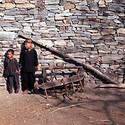 2-4 December 1976<br /> Two boys standing at front end; one boy by tip.