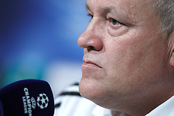 14.09.2010, estadio Santiago Bernabeu, Madrid, ESP, UEFA Champions League, Ajax Amsterdam, Trainning, im Bild Ajax Amsterdam's coach Martin Jol during press conference. EXPA Pictures © 2010, PhotoCredit: EXPA/ Alterphotos/ Alvaro Hernandez +++++ ATTENTION - OUT OF SPAIN / ESP +++++