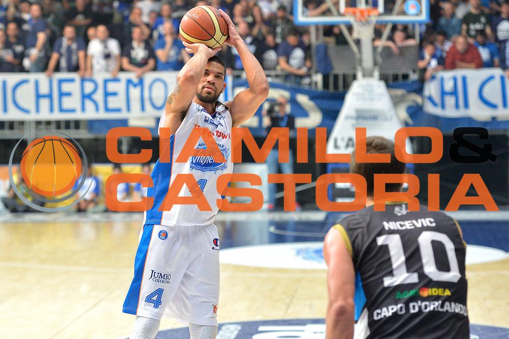 DESCRIZIONE : Cant&ugrave; Lega A 2014-15 Acqua Vitasnella Cant&ugrave; Upea Capo D'Orlando<br /> GIOCATORE : James Feldeine<br /> CATEGORIA : Tiro<br /> SQUADRA : Acqua Vitasnella Cant&ugrave;<br /> EVENTO : Campionato Lega A 2014-2015<br /> GARA : Acqua Vitasnella Cant&ugrave; Upea Capo D'Orlando<br /> DATA : 04/04/2015<br /> SPORT : Pallacanestro <br /> AUTORE : Agenzia Ciamillo-Castoria/I.Mancini<br /> Galleria : Lega Basket A 2014-2015  <br /> Fotonotizia : Cant&ugrave; Lega A 2014-2015 Acqua Vitasnella Cant&ugrave; Upea Capo D'Orlando<br /> Predefinita :