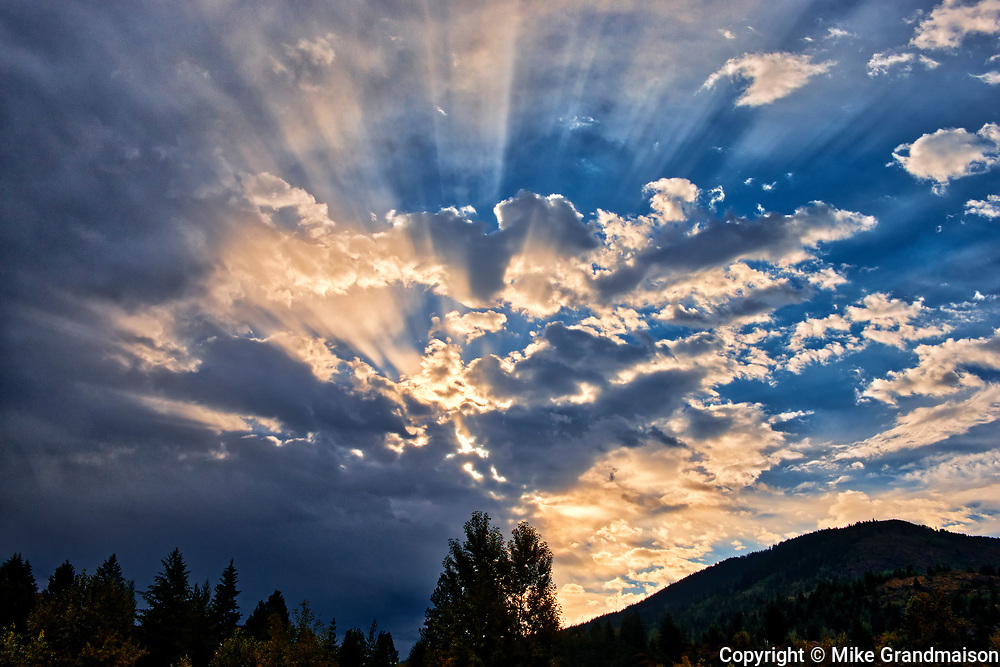 Sunburst in morning, Fruitvale, British Columbia, Canada