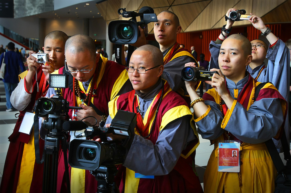 Han Chinese like to take photos. Hobart Chinese Han, Tantrayana Academy. Parliament of the World s Religions at Melbourne s Conference Centre  05/12/2009 Pic By Craig Sillitoe SPECIAL 000 melbourne photographers, commercial photographers, industrial photographers, corporate photographer, architectural photographers, This photograph can be used for non commercial uses with attribution. Credit: Craig Sillitoe Photography / http://www.csillitoe.com<br />