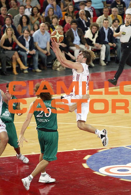DESCRIZIONE : Roma Lega A1 2006-07 Playoff Semifinale Gara 2 Lottomatica Virtus Roma Montepaschi Siena<br /> GIOCATORE : Jon Stefansson<br /> SQUADRA : Lottomatica Virtus Roma<br /> EVENTO : Campionato Lega A1 2006-2007 Playoff Semifinale Gara 2<br /> GARA : Lottomatica Virtus Roma Montepaschi Siena<br /> DATA : 02/06/2007 <br /> CATEGORIA : Tiro<br /> SPORT : Pallacanestro <br /> AUTORE : Agenzia Ciamillo-Castoria/G.Cottini