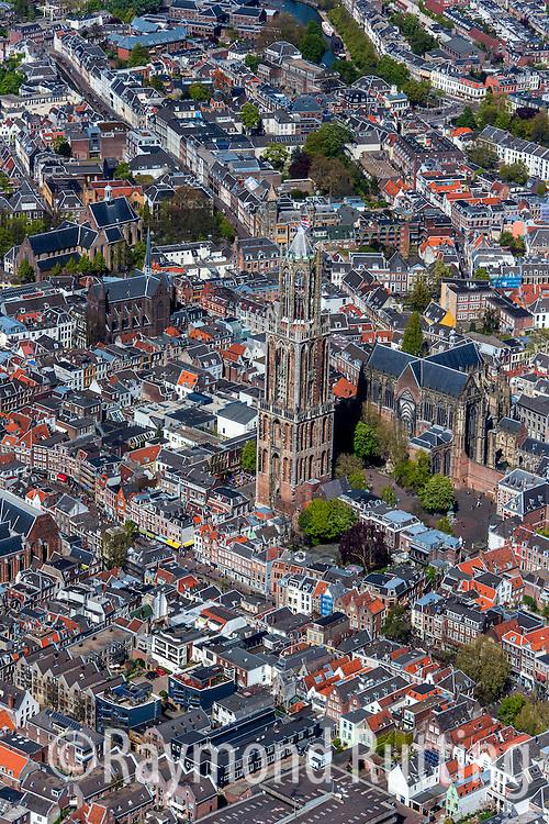Utrecht- luchtfoto binnnenstad Utrecht met de Dom kerk. foto raymond rutting/ de volkskrant