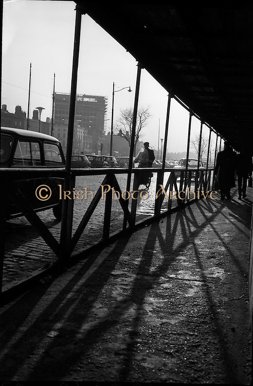 06/03/1964<br /> 06/03/1964<br /> 06 March 1964<br /> View of wooden partition at Liberty Hall, Dublin.