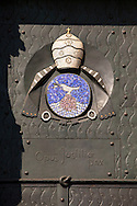 Europa, Deutschland, Nordrhein-Westfalen, Koeln, der Dom, Hauptportal der Suedseite, Bronzeguss mit Mosaikeinlagen von Ewald Matar&eacute;, Papsttuer mit Wappen von Papst Pius XII. Das Mosaik stellt die Taube dar, die mit einem Zweig im Schnabel zur Arche zurueckkehrt.<br /> <br /> Europe, Germany, North Rhine-Westphalia, Cologne, main portal at the Southern side of the cathedral, bronze cast with mosaic inlays by Ewald Matar&eacute;, pope door with the emblem of Pope Pius XII. The mosaic depicts the return of the dove to the ark with a branch in its beak.