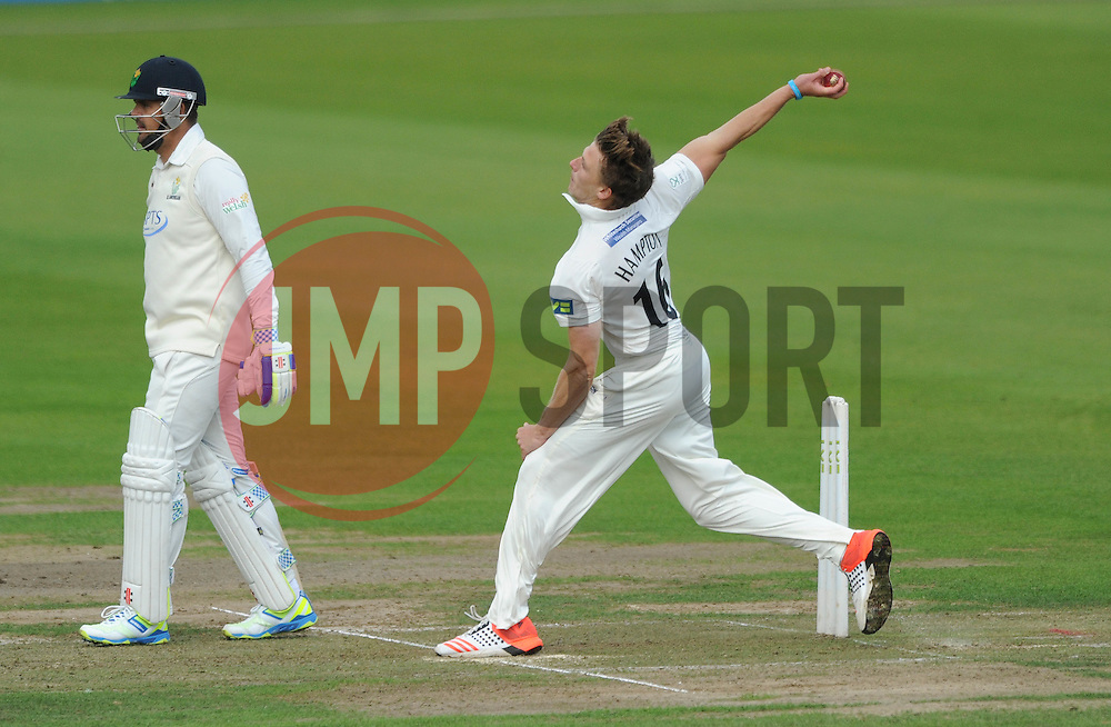 Tom Hampton of Gloucestershire Cricket  - Mandatory byline: Dougie Allward/JMP - 07966386802 - 22/09/2015 - Cricket - County Ground -Bristol,England - Gloucestershire CCC v Glamorgan CCC - LV=County Championship