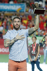 30.05.2014, Estadio Sanchez Pizjuan, Sevilla, ESP, FIFA WM, Testspiel, Spanien vs Bolivien, im Bild Spaniens Sergio Ramos receives the tribute of Sevilla FC // Spain's Sergio Ramos receives the tribute of Sevilla FC during friendly match between Spain and Bolivia for Preparation of the FIFA Worldcup Brasil 2014 at the Estadio Sanchez Pizjuan in Sevilla, Spain on 2014/05/30. EXPA Pictures © 2014, PhotoCredit: EXPA/ Alterphotos/ Acero<br /> <br /> *****ATTENTION - OUT of ESP, SUI*****