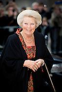 23-10-2014 - AMSTERDAM -  Prinses Beatrix der Nederlanden is donderdagmiddag 23 oktober aanwezig bij de opening van de tentoonstelling Magisch Afrika, maskers en beelden uit Ivoorkust in De Nieuwe Kerk Amsterdam.COPYRIGHT ROBIN UTRECHT