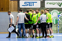 23.02.2018, BSFZ Suedstadt, Maria Enzersdorf, AUT, HLA, SG INSIGNIS Handball WESTWIEN vs Bregenz Handball, Bonus-Runde, 3. Runde, im Bild Trainer Hannes Jon Jonsson (SG INSIGNIS Handball WESTWIEN) und die Mannschaft von WestWien // during Handball League Austria, Bonus-Runde, 3 rd round match between SG INSIGNIS Handball WESTWIEN and Bregenz Handball at the BSFZ Suedstadt, Maria Enzersdorf, Austria on 2018/02/23, EXPA Pictures © 2018, PhotoCredit: EXPA/ Sebastian Pucher