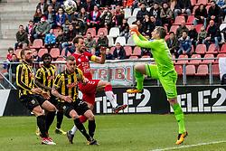 11-03-2018 NED: FC Utrecht - Vitesse, Utrecht<br /> Utrecht verslaat met 5-1 Vitesse / Remko Pasveer #22 of Vitesse., Willem Janssen #14 of FC Utrecht